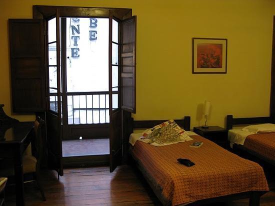 Casablanca Hostal: 1st room facing the street. Gorgeous patio with doors