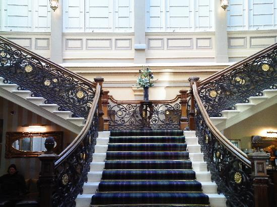 Superbe Royal Highland Hotel: The Ornate Staircase