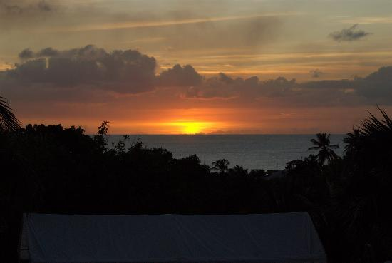 Sugar Cane Club Hotel & Spa : Sunset from the bar