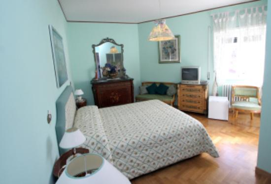 Anna Maria Guesthouse B&B: Private bathroom double bedroom