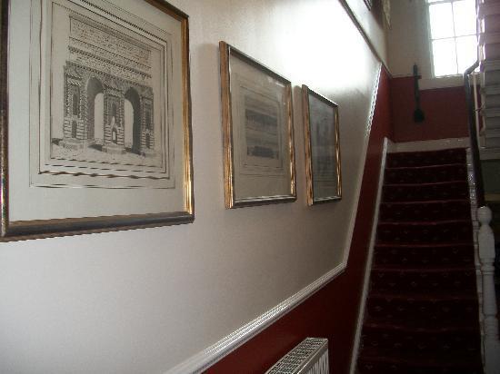 Ashgrove Guest House: Hallway