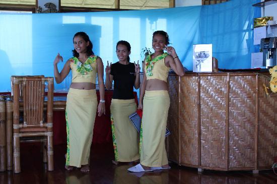 Kasai Village Dive & Spa Resort: les petites serveuses