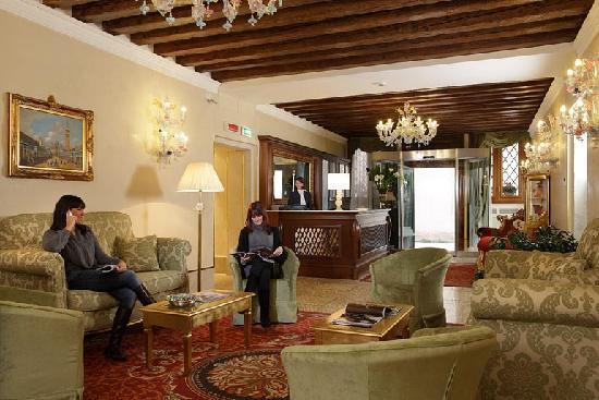 Hotel Al Duca di Venezia: Hall