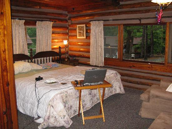 Tall Pines Inn: Pool