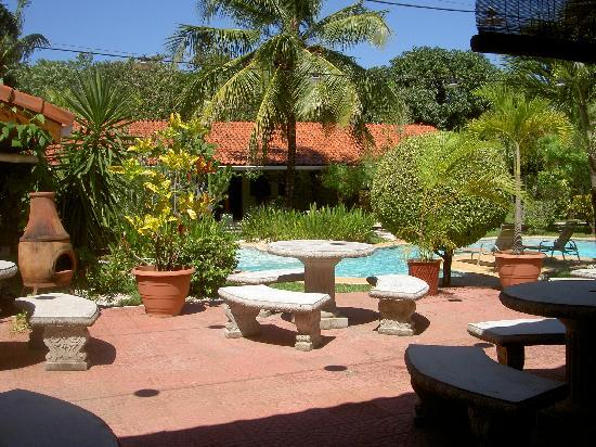Hotel Bula Bula: Grounds are beautiful and very well maintained