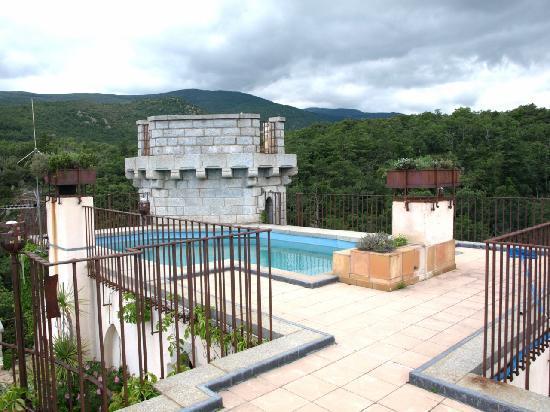 Molitg-les-Bains, Frankrike: la piscine sur le toit
