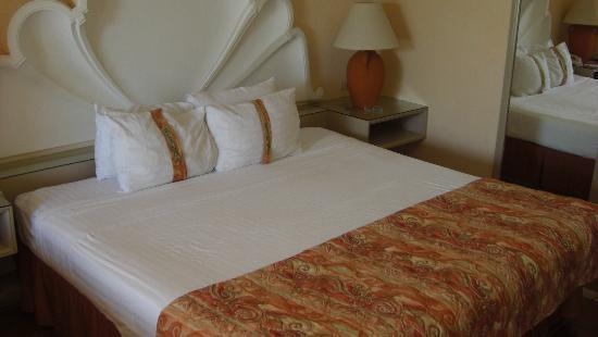 The Palms Resort Of Mazatlan: King Bed