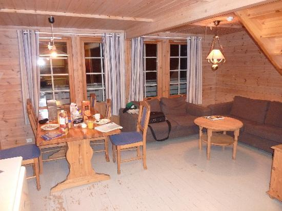 Sommaroy Arctic Hotel Tromso: lounge/dining area