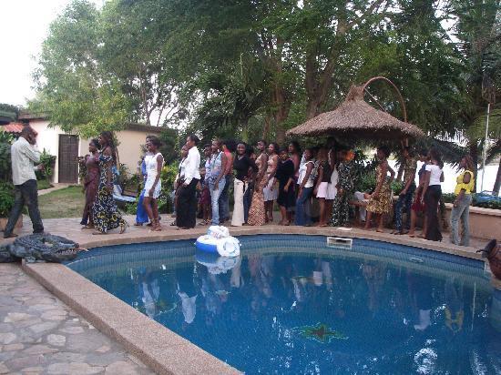 Hotel Napoleon Lagune: Défilé de mode autour de la piscine