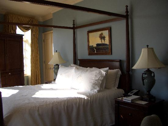 River Inn of Harbor Town: High quality bedrooms with lovely view of the Mississippi