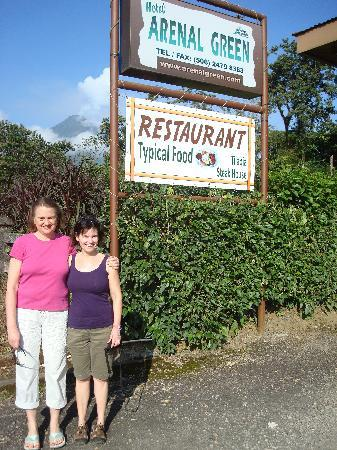 Arenal Green Hotel: Picture taken by German Arenal Volcano in background