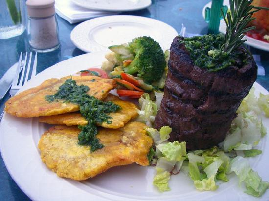 Richie's Cafe: churrasco with tostones