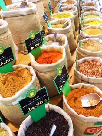 Centre commercial Manar : Every spice, flour, seed, spice and nut I can imagine.
