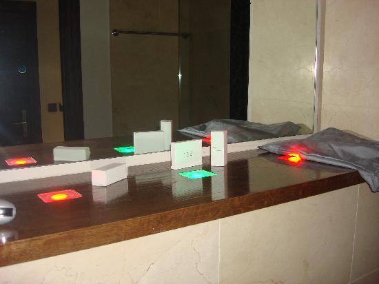 The Twelve Hotel: Mood lighting in bathroom