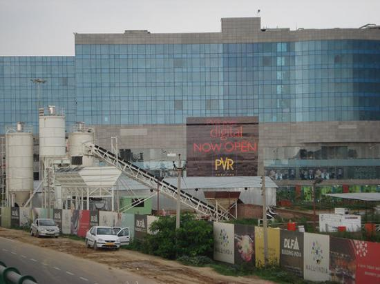 Gurgaon, Indien: Ambiance mall is the largest shopping mall in India with 8 stories and each floor one kilometer
