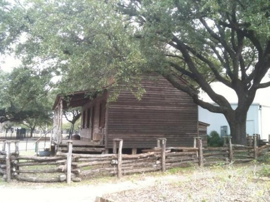 The Heritage Society: Old Cabin (early settlers) @ Houston Heritage Park