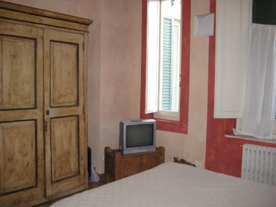 Residence Artemura : televisor