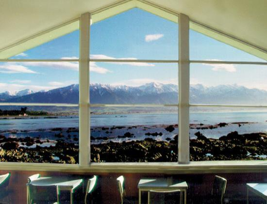 YHA Kaikoura Maui: Internal window view