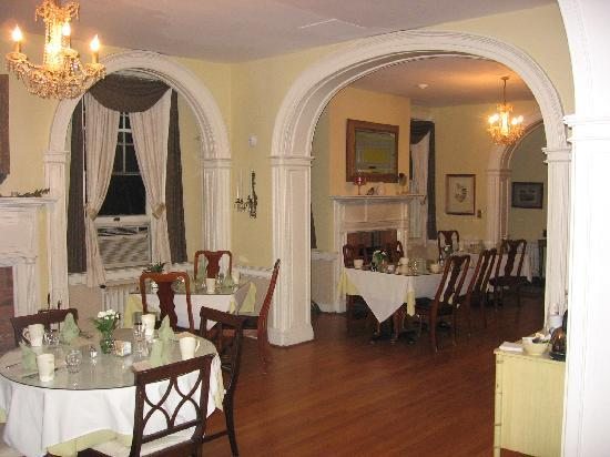 The Kenmore Inn: Dining Room