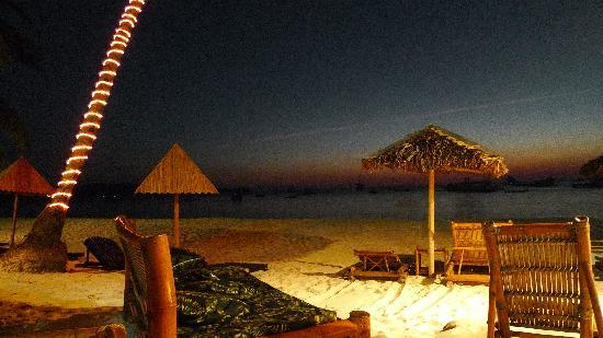 Blue Mango Inn: evening ambience at the beach