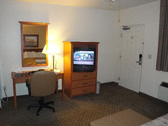 Sierra Suites guest room (2)