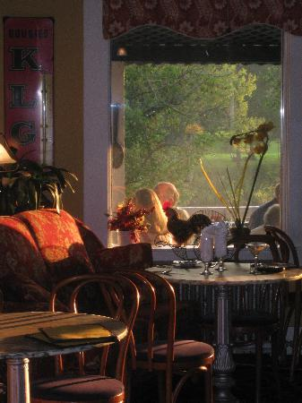 Parker House Inn and Restaurant: Sunset in the Bistro