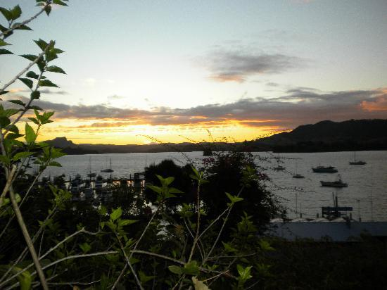 Whangaroa Lodge Motel: sunset view from the motel