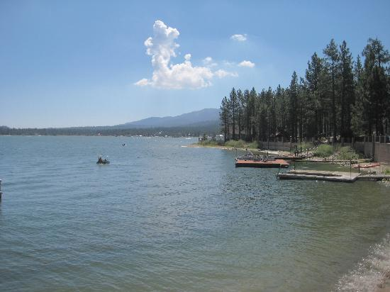 Lagonita Lodge: View of the lake from the lodge in the summer
