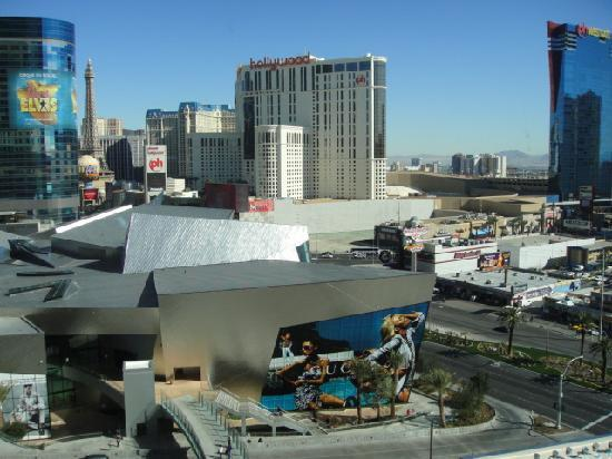 Mandarin Oriental, Las Vegas: View of the Strip and the Crystal shopping complex.