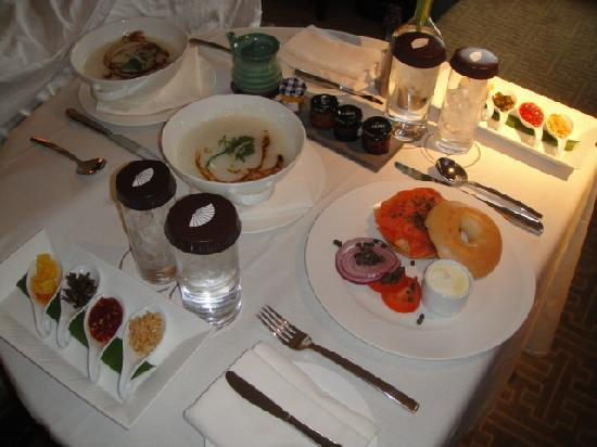 Mandarin Oriental, Las Vegas: Room service arrived on-time and presented nicely!