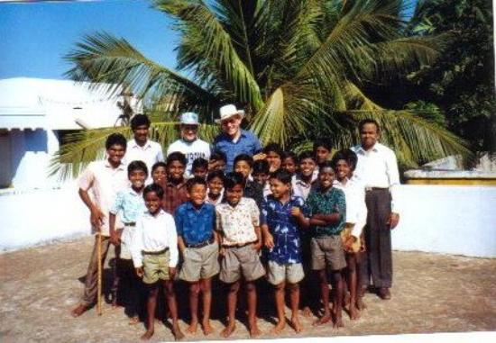 Bhedaghat, Hindistan: With Good Samaritan Orpanish Boy's ,Brother Jacob,Brother Roys and Kannal. Cavali India 1993