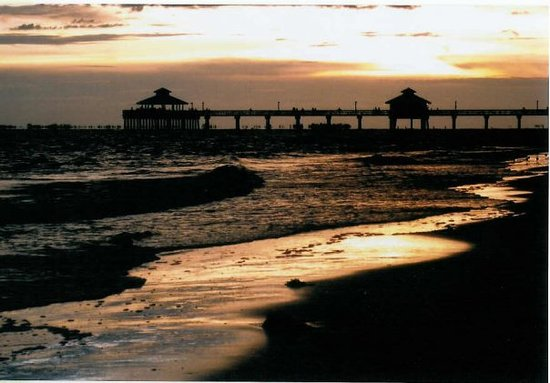 ‪‪Fort Myers Beach‬, فلوريدا: Sunset at Ft. Myers Beach Pier‬