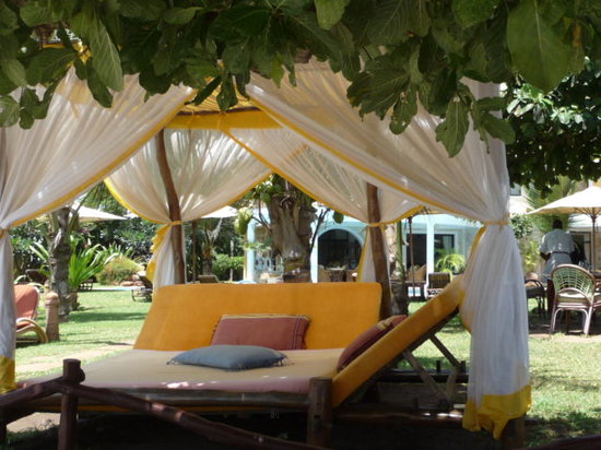 AfroChic Diani: sun bed
