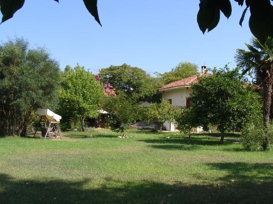 Akdeniz Bahcesi: The garden (the small houses to the left)