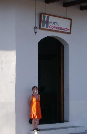 Hotel con Corazon: at the entrance of the hotel