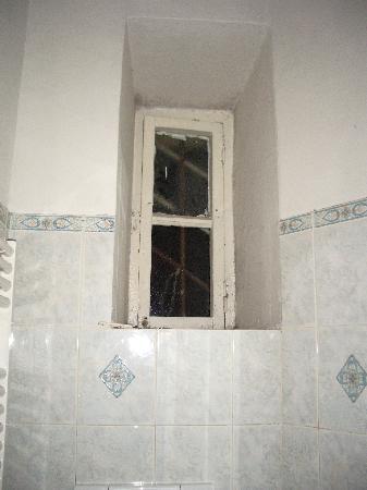 Capri: la ventana no cerraba entrado mucho frio