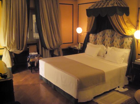 lit 2mx2m photo de santa maria novella hotel florence. Black Bedroom Furniture Sets. Home Design Ideas