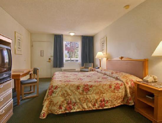 Days Inn Midtown Albuquerque: King Bed Room