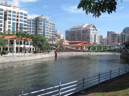 Hotel Miramar: river walk