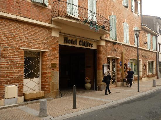 Hotel Chiffre: Une entrée remarquée