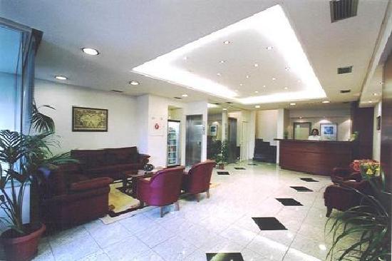 Economy Hotel: reception