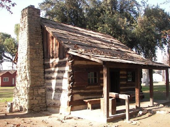 Bakersfield, CA: Barnes Log Cabin