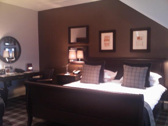 Malmaison Aberdeen: Top floor room - bed