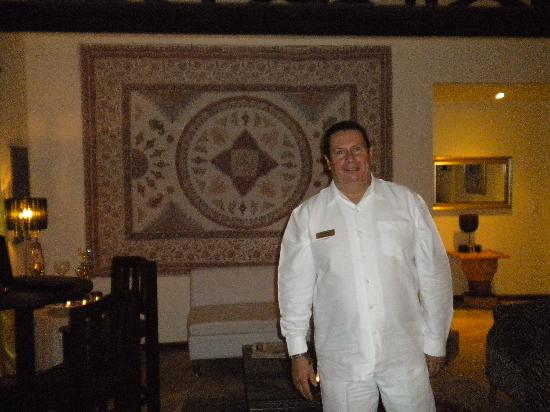 Hotel Luisiana: This is Arturo. He'll assist you with anything you need during your stay.