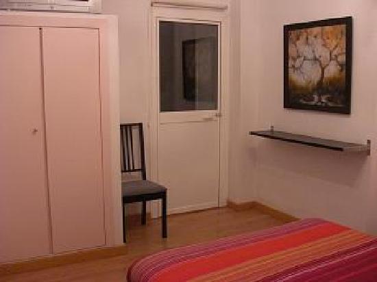 Hotel Un Patio al Sur: Double bed for single traveller