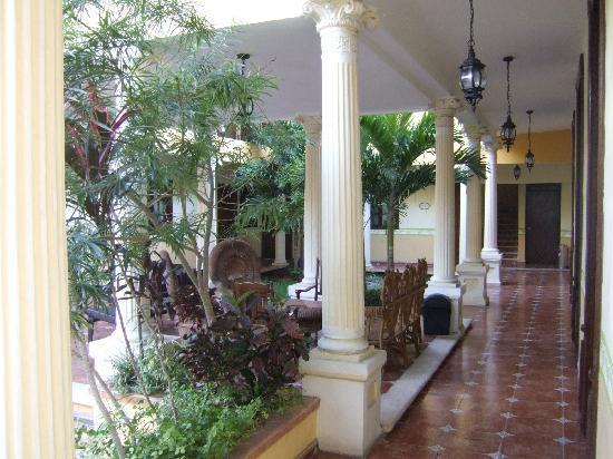 Casa de las Columnas - courtyard