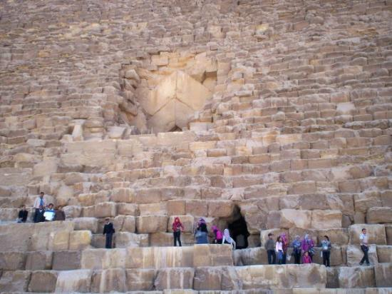 Cheops-Pyramide: Entrance to the Great Pyramid of Khufu