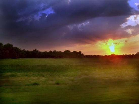 Arkansas City, KS: Beautiful KS sunset another photo by Bristy