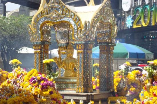 Erawan Shrine (Thao Mahaprom Shrine): The 4 faced Buddha.