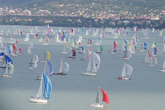 Balatonfured, Ungarn: Blue Ribbon Sailing Regatta/Blauer Band Segel Regatta/Kékszalag Vitorlás Verseny